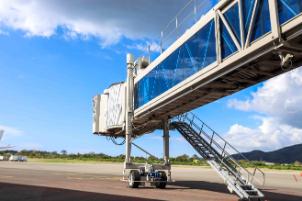 airport-bridge-or-aviobridge-FVD29E8