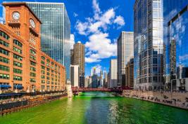 chicago-building-and-cityscape-on-saint-patricks-d-8ZE495Y
