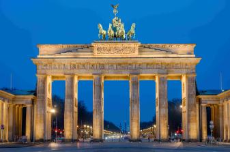 the-brandenburg-gate-in-berlin-VGMXCDT