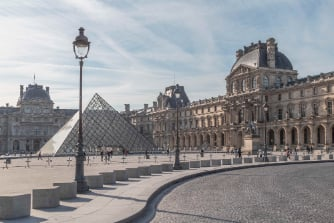 the-louvre-in-paris-the-largest-museum-in-the-worl-FLNT5SM